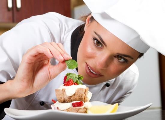 Какие документы оформляет работодатель при трудоустройстве повара?
