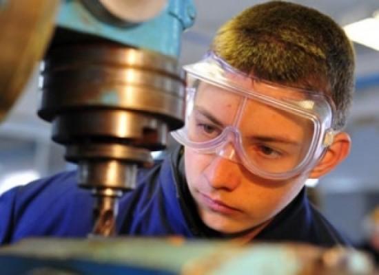 Заключение трудового договора с несовершеннолетним работником: особенности и порядок