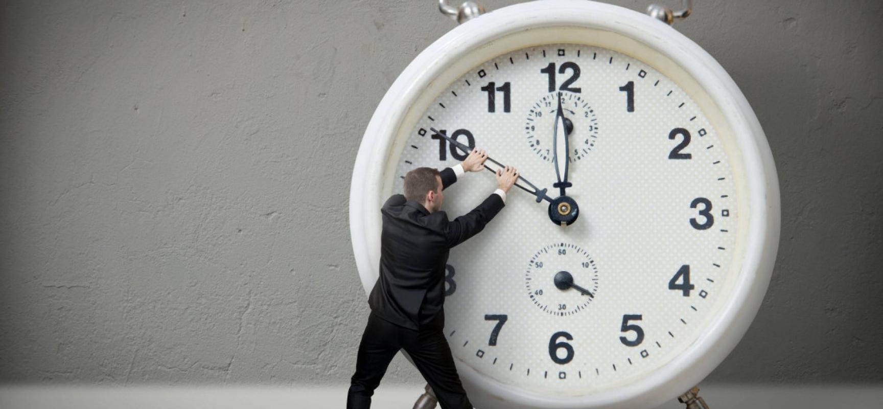 Один выходной день при шестидневной рабочей неделе: норма рабочего времени и доплаты