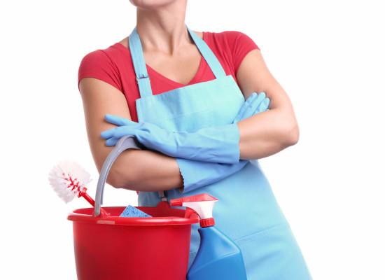 Составление трудового договора при приеме на работу уборщицы
