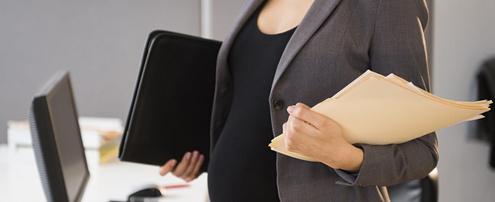 Как восстановить беременную работницу после увольнения: оформление документов и другие нюансы процедуры
